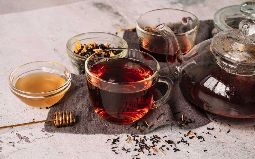 8 Amazing Benefits of Black Tea